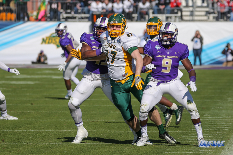 FRISCO, TX - JANUARY 6: North Dakota State Bison tight end Connor Wentz (87) fights through pass coverage during the NCAA FCS Championship football game between North Dakota State and James Madison on January 6, 2018 at Toyota Stadium in Frisco, TX. (Photo by George Walker/DFWsportsonline)