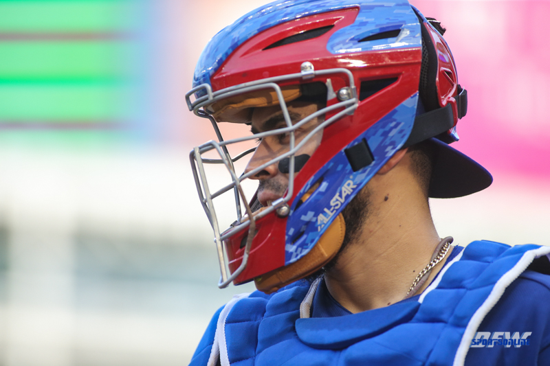 ARLINGTON, TX - APR 24: Texas Rangers catcher Robinson Chirinos (61) during the game between the Oakland Athletics and Texas Rangers on April 24, 2018, at Globe Life Park in Arlington, TX. (Photo by George Walker/DFWsportsonline)