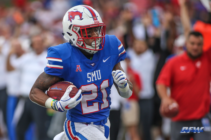 DALLAS, TX - SEPTEMBER 22: Southern Methodist Mustangs wide receiver Reggie Roberson Jr. (21) scores a touchdown during the game between SMU and Navy on September 22, 2018 at Gerald J. Ford Stadium in Dallas, TX. (Photo by George Walker/Icon Sportswire)