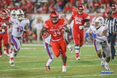 HOUSTON, CA - OCTOBER 07: Houston Cougars running back Mulbah Car (34) breaks through the line during the game between SMU and Houston on October 7, 2017, at TDECU Stadium in Houston, TX. (Photo by George Walker/Icon Sportswire)