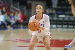 UNIVERSITY PARK, TX - JANUARY 03: Southern Methodist Mustangs guard McKenzie Adams (3) shoots a free throw during the women's game between SMU and UCF on January 3, 2018 at Moody Coliseum in Dallas, TX. (Photo by George Walker/Icon Sportswire)