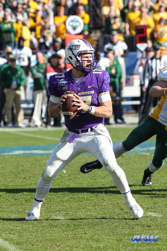 FRISCO, TX - JANUARY 06: James Madison Dukes quarterback Bryan Schor (17) passes during the FCS National Championship game between North Dakota State and James Madison on January 6, 2018 at Toyota Stadium in Frisco, TX. (Photo by George Walker/Icon Sportswire)