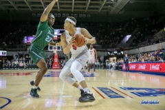 UNIVERSITY PARK, TX - JANUARY 20: Southern Methodist Mustangs forward Ethan Chargois (5) looks to pass the ball during the game betweed SMU and Tulane on January 20, 2018 at Moody Coliseum in Dallas, TX. (Photo by George Walker/Icon Sportswire)
