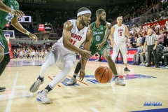 UNIVERSITY PARK, TX - JANUARY 20: Southern Methodist Mustangs guard Ben Emelogu II (21) fights for position during the game betweed SMU and Tulane on January 20, 2018 at Moody Coliseum in Dallas, TX. (Photo by George Walker/Icon Sportswire)