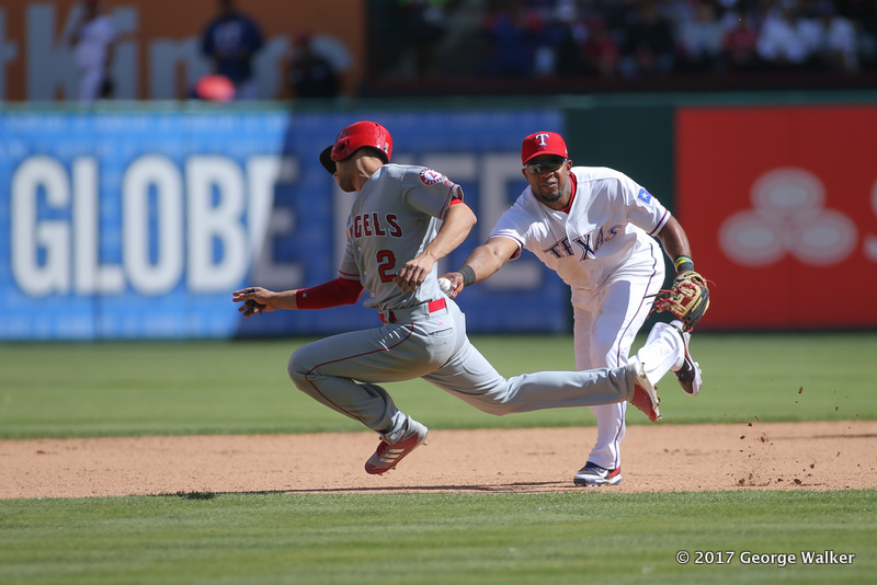 DGD17043054_Angels_at_Rangers