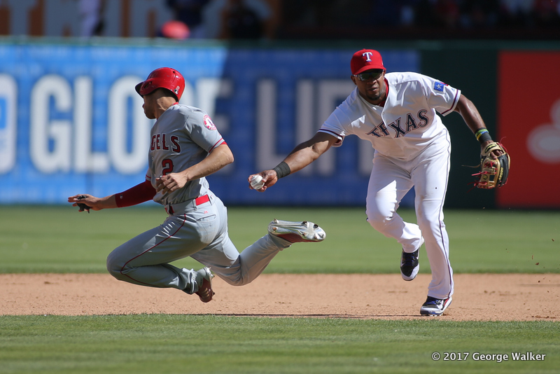 DGD17043055_Angels_at_Rangers