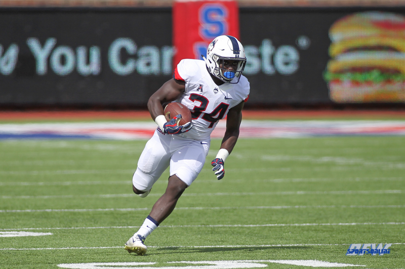 DALLAS, TX - SEPTEMBER 30: Connecticut Huskies running back Kevin Mensah (34) during the game between SMU and UConn on September 30, 2017, at Gerald J. Ford Stadium in Dallas, TX. (Photo by George Walker/DFWsportsonline)