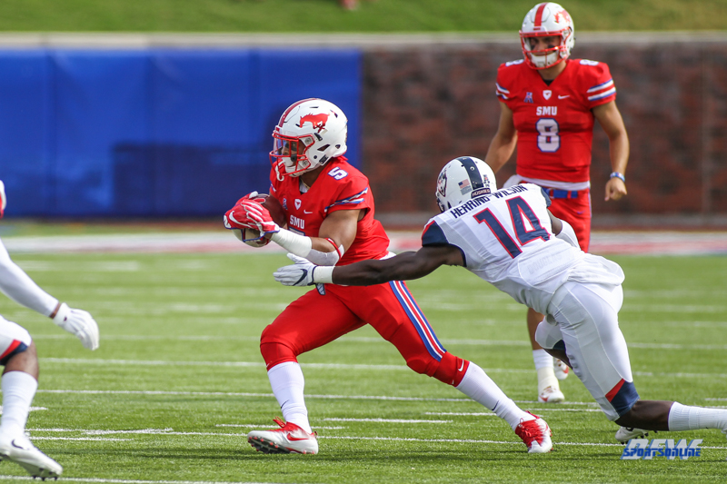 DALLAS, TX - SEPTEMBER 30: Southern Methodist Mustangs running back Xavier Jones (5) during the game between SMU and UConn on September 30, 2017, at Gerald J. Ford Stadium in Dallas, TX. (Photo by George Walker/DFWsportsonline)