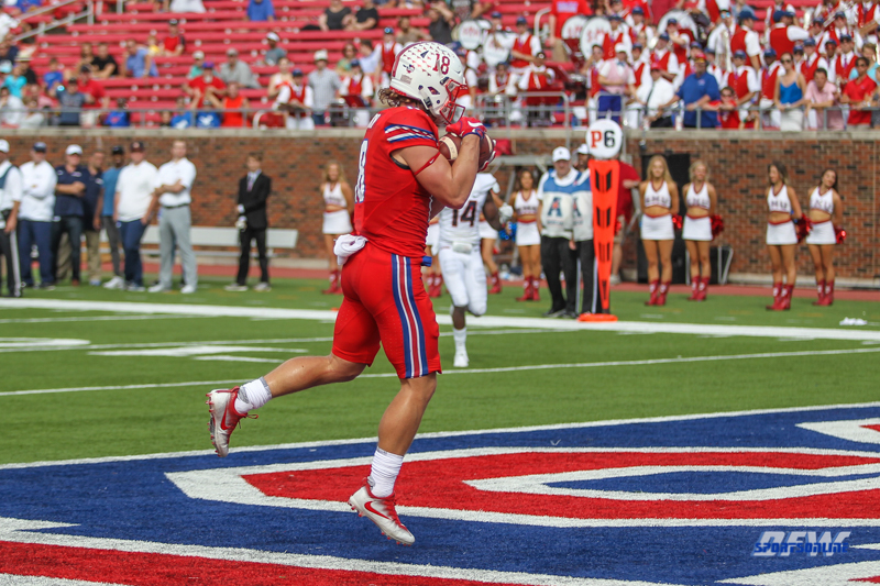 DALLAS, TX - SEPTEMBER 30: Southern Methodist Mustangs wide receiver Trey Quinn (18) makes a catch in the end zone during the game between SMU and UConn on September 30, 2017, at Gerald J. Ford Stadium in Dallas, TX. (Photo by George Walker/DFWsportsonline)
