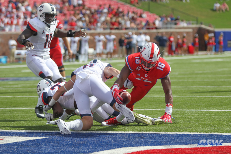 DALLAS, TX - SEPTEMBER 30: Southern Methodist Mustangs wide receiver Courtland Sutton (16) stretches to the end zone for a touchdown during the game between SMU and UConn on September 30, 2017, at Gerald J. Ford Stadium in Dallas, TX. (Photo by George Walker/Icon Sportswire)
