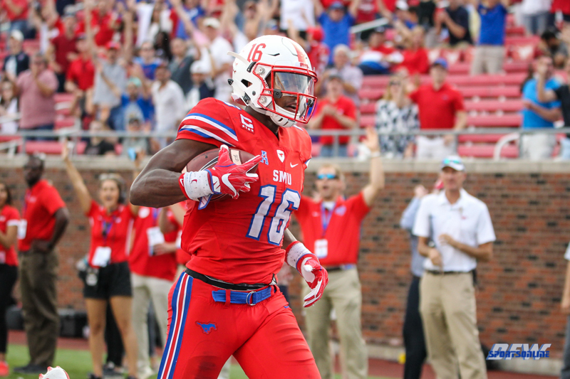 DALLAS, TX - SEPTEMBER 30: Southern Methodist Mustangs wide receiver Courtland Sutton (16) scores a touchdown during the game between SMU and UConn on September 30, 2017, at Gerald J. Ford Stadium in Dallas, TX. (Photo by George Walker/Icon Sportswire)
