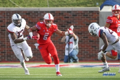 DALLAS, TX - SEPTEMBER 30: Southern Methodist Mustangs running back Xavier Jones (5) runs up the field during the game between SMU and UConn on September 30, 2017, at Gerald J. Ford Stadium in Dallas, TX. (Photo by George Walker/Icon Sportswire)