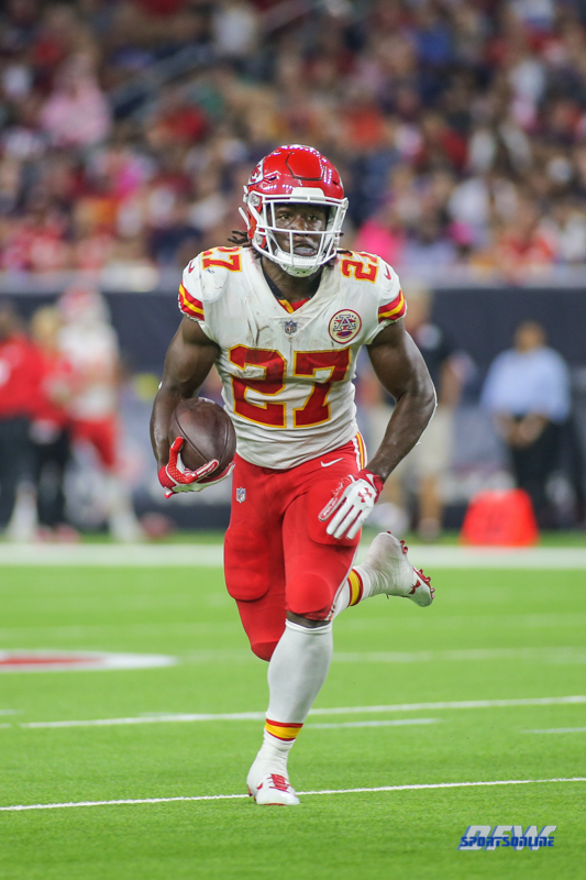 HOUSTON, TX - OCTOBER 08: Kansas City Chiefs running back Kareem Hunt (27) during the game between the Houston Texans and Kansas City Chiefs on October 8, 2017, at NRG Stadium in Houston, TX. (Photo by George Walker/DFWsportsonline)