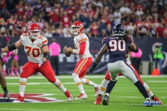 HOUSTON, TX - OCTOBER 08: Kansas City Chiefs quarterback Alex Smith (11) drops back to pass during the game between the Houston Texans and Kansas City Chiefs on October 8, 2017, at NRG Stadium in Houston, TX. (Photo by George Walker/DFWsportsonline)
