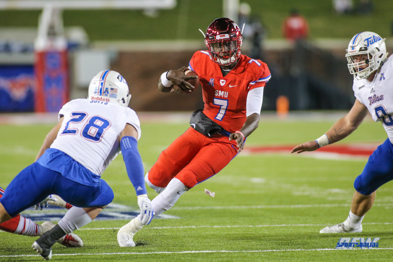 DALLAS, TX - OCTOBER 27: Southern Methodist Mustangs quarterback D.J. Gillins (7) during the game between SMU and Tulsa on October 27, 2017, at Gerald J. Ford Stadium in Dallas, TX. (Photo by George Walker/DFWsportsonline)