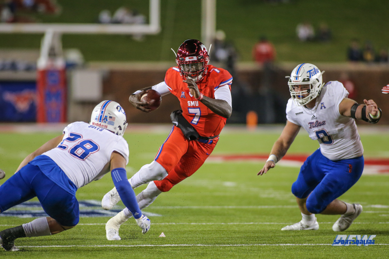 DALLAS, TX - OCTOBER 27: Southern Methodist Mustangs quarterback D.J. Gillins (7) runs upfield during the game between SMU and Tulsa on October 27, 2017, at Gerald J. Ford Stadium in Dallas, TX. (Photo by George Walker/Icon Sportswire)