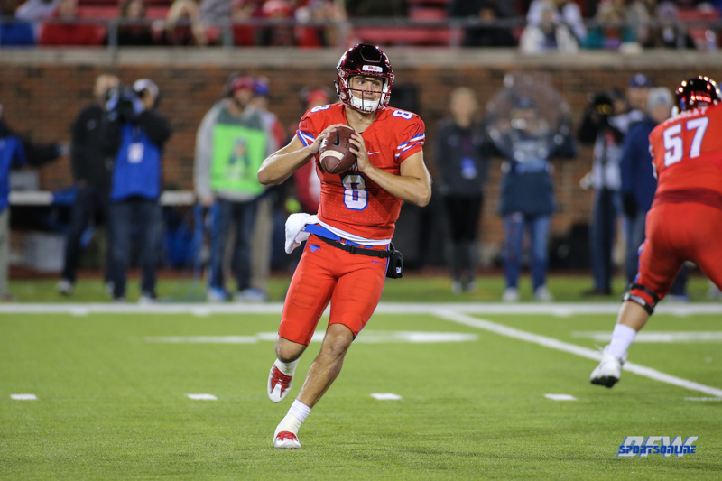 DALLAS, TX - OCTOBER 27: Southern Methodist Mustangs quarterback Ben Hicks (8) passes during the game between SMU and Tulsa on October 27, 2017, at Gerald J. Ford Stadium in Dallas, TX. (Photo by George Walker/Icon Sportswire)