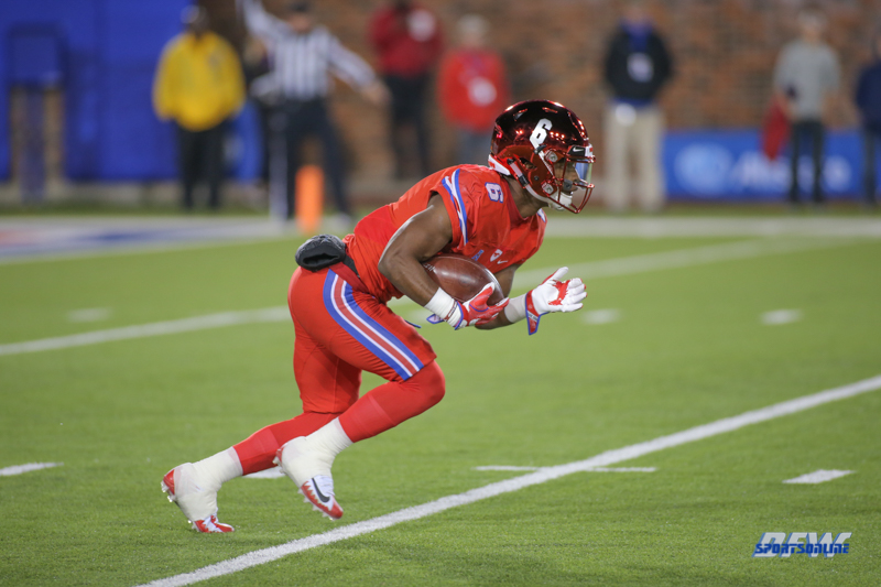 DALLAS, TX - OCTOBER 27: Southern Methodist Mustangs running back Braeden West (6) returns a kick during the game between SMU and Tulsa on October 27, 2017, at Gerald J. Ford Stadium in Dallas, TX. (Photo by George Walker/Icon Sportswire)