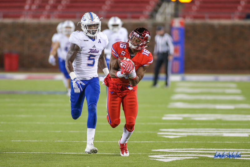 DALLAS, TX - OCTOBER 27: Southern Methodist Mustangs wide receiver Courtland Sutton (16) makes a catch during the game between SMU and Tulsa on October 27, 2017, at Gerald J. Ford Stadium in Dallas, TX. (Photo by George Walker/Icon Sportswire)