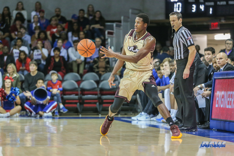 DALLAS, TX - NOVEMBER 12: Louisiana Monroe Warhawks forward Travis Munnings (1) passes the ball during the game between SMU and ULM on November 12, 2017 at Moody Coliseum in Dallas, TX. (Photo by George Walker/Icon Sportswire)