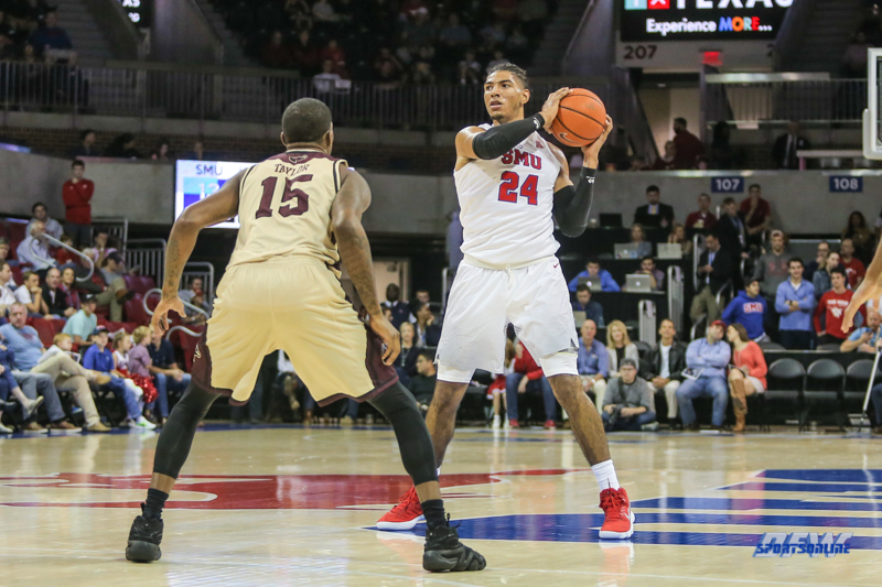 DALLAS, TX - NOVEMBER 12: Southern Methodist Mustangs forward Everett Ray (24) looks to pass the ball during the game between SMU and ULM on November 12, 2017 at Moody Coliseum in Dallas, TX. (Photo by George Walker/Icon Sportswire)