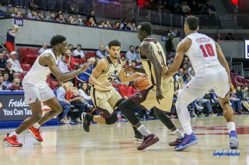 DALLAS, TX - NOVEMBER 12: Louisiana Monroe Warhawks guard Wade Martin (25) moves the ball during the game between SMU and ULM on November 12, 2017 at Moody Coliseum in Dallas, TX. (Photo by George Walker/Icon Sportswire)
