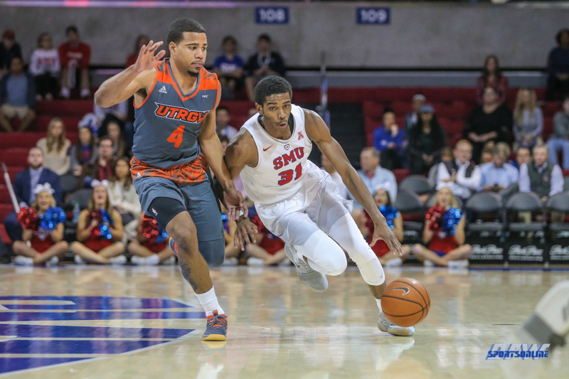 UNIVERSITY PARK, TX - NOVEMBER 28: UT Rio Grande Valley Vaqueros guard Nick Dixon (4) guards Southern Methodist Mustangs guard Jimmy Whitt (31) during the game between SMU and UT Rio Grande Valley on November 28, 2017 at Moody Coliseum in Dallas, TX. (Photo by George Walker/Icon Sportswire)