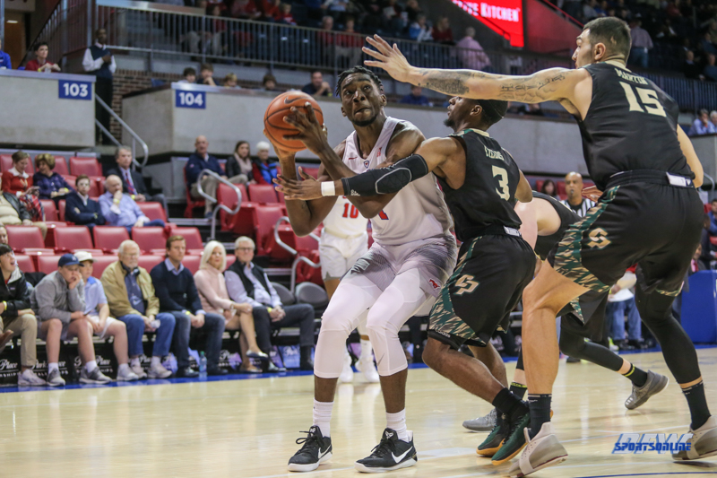 UNIVERSITY PARK, TX - DECEMBER 19: Southern Methodist Mustangs guard Shake Milton (1) goes to the basket during the game between SMU and Cal Poly on December 19, 2017, at Moody Coliseum in Dallas, TX. (Photo by George Walker/Icon Sportswire)