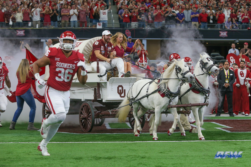 ARLINGTON, TX - DECEMBER 02: Oklahoma takes the field for the Big 12 Championship game on December 2, 2017 at AT&T Stadium in Arlington, TX. (Photo by George Walker/Icon Sportswire)