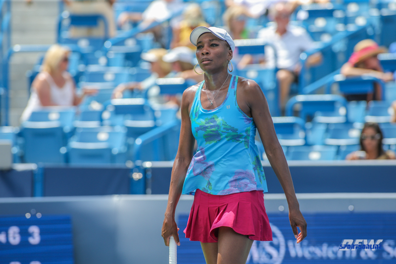 CINCINNATI, OH - AUGUST 15: Venus Williams (USA) walks to the service line during the Western & Southern Open at the Lindner Family Tennis Center in Mason, Ohio on August 15, 2017. (Photo by George Walker/Icon Sportswire)