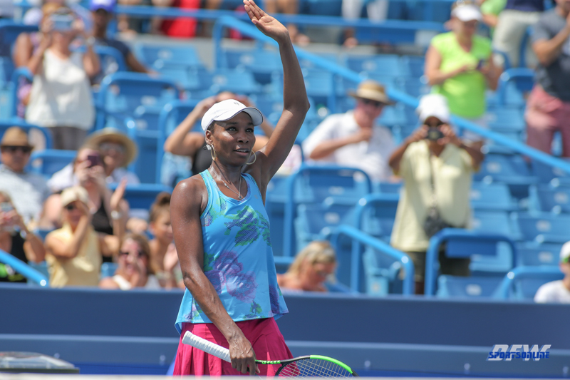 CINCINNATI, OH - AUGUST 15: Venus Williams (USA) waves to the crowd during the Western & Southern Open at the Lindner Family Tennis Center in Mason, Ohio on August 15, 2017. (Photo by George Walker/Icon Sportswire)
