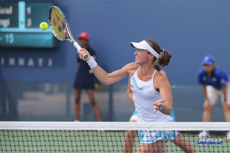 CINCINNATI, OH - AUGUST 16: Martina Hingis (SUI) hits a forehand during the Western & Southern Open at the Lindner Family Tennis Center in Mason, Ohio on August 16, 2017.(Photo by George Walker/Icon Sportswire)